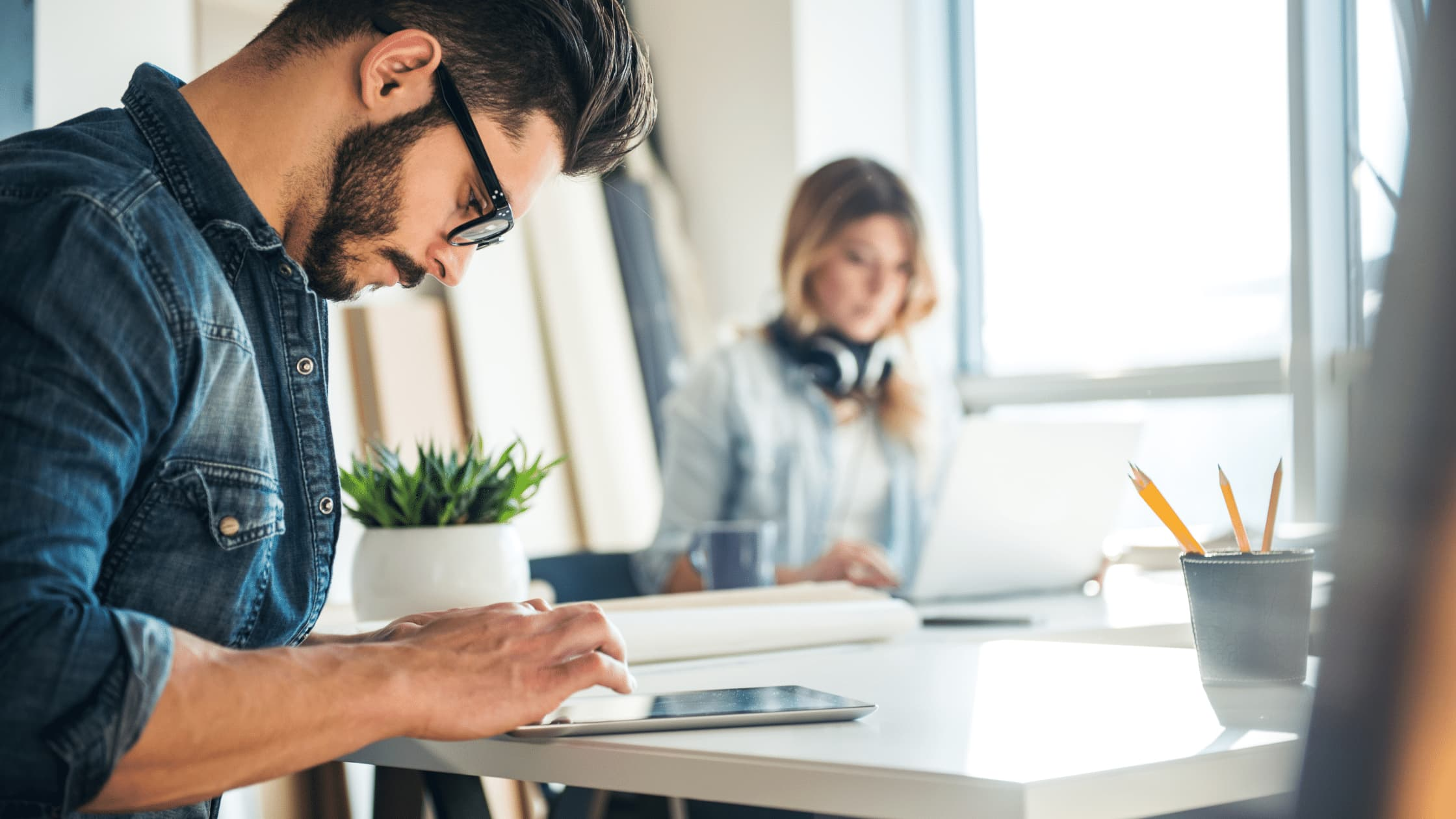 EBOOK:5 Tools That Improve A Mixed Work Environment